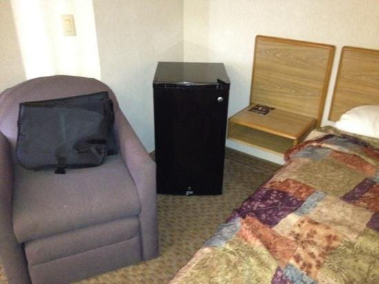 Sleep Inn Cinnaminson: fridge in room