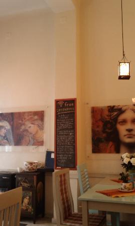 Kimolia Art Cafe: Interior of the Cafe