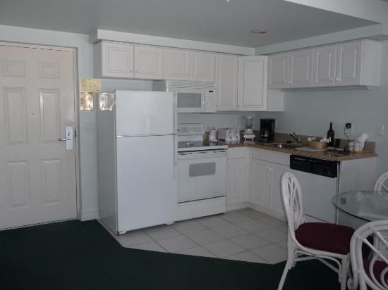 Edison Beach House: EBH view of kitchen area