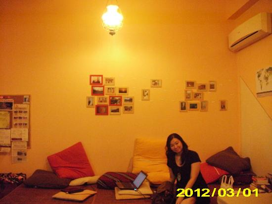 Pillow Talk Backpacker's Hostel: The Looby