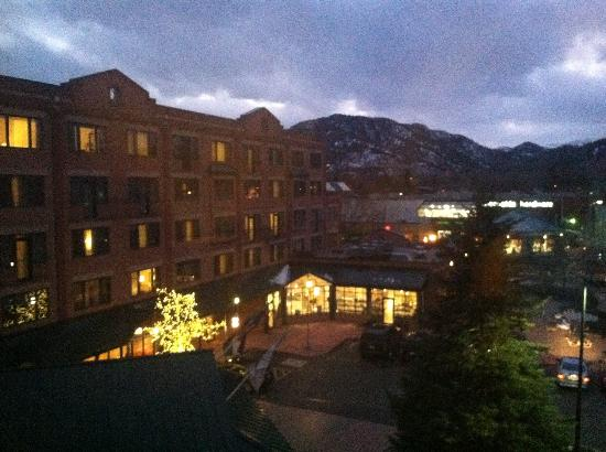 Boulder Marriott: Evening shot of the Marriott