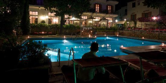 Majestic Palace Hotel: by night