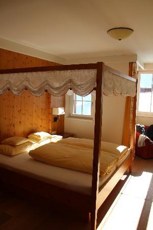 Hotel Schneider : Himmelbett