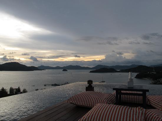 Sri Panwa Phuket : Go for a drink at Baba Nest & withness the sunset. Reserve for a seat at the corner.