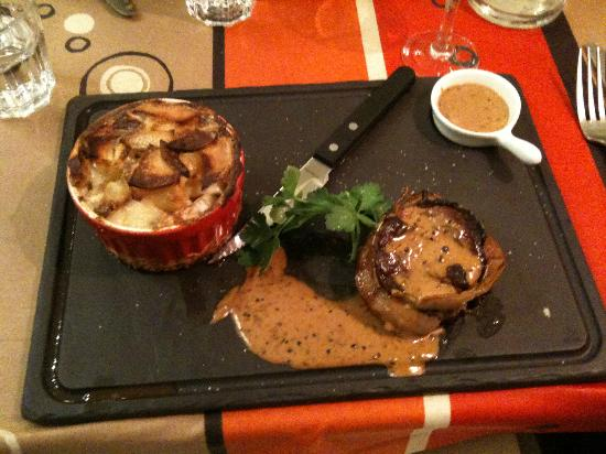 La Petite Idee: Medallions of Beef and Dauphinoise Potatos.  Yummy.  Great Peppercorn Sauce.