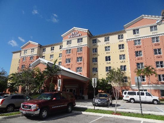Best Western Plus Fort Lauderdale Airport South Inn & Suites: hotel front!