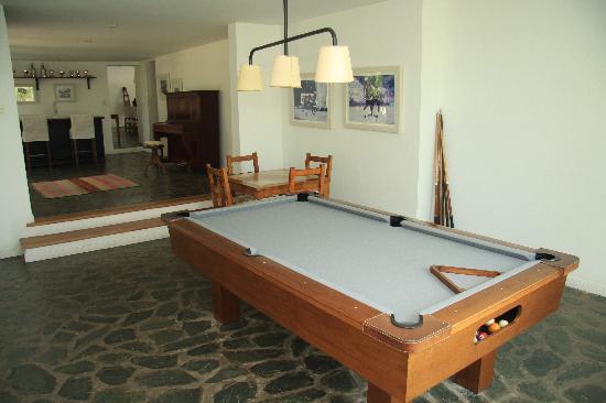 El Metejon Polo Resort: Playroom (pool and cards), bar and piano