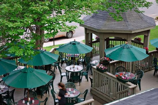 Dundee Arms Inn Restaurant and Pub: Our Patio