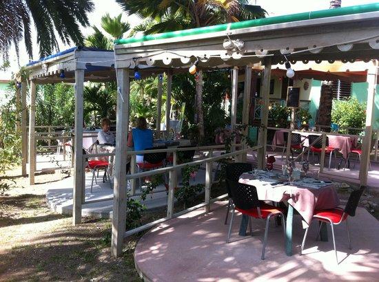 Nickys Restaurant & Bar : Dining al fresco