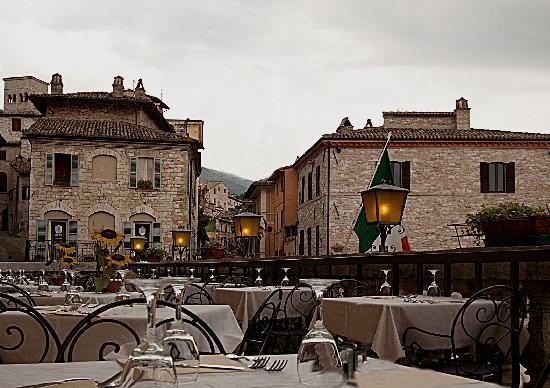 """il ristorante """"Taverna dei Consoli"""" e la sua terrazza panoramica"""