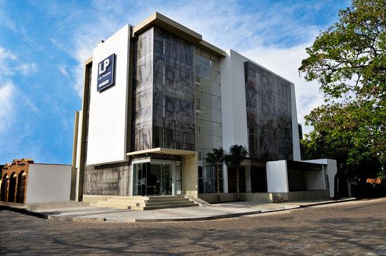 Hotel LP Santa Cruz: Frontis