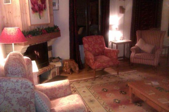 Entre Deux Eaux: living room