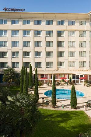 Novotel suites montpellier france hotel reviews - Novotel france avec piscine ...