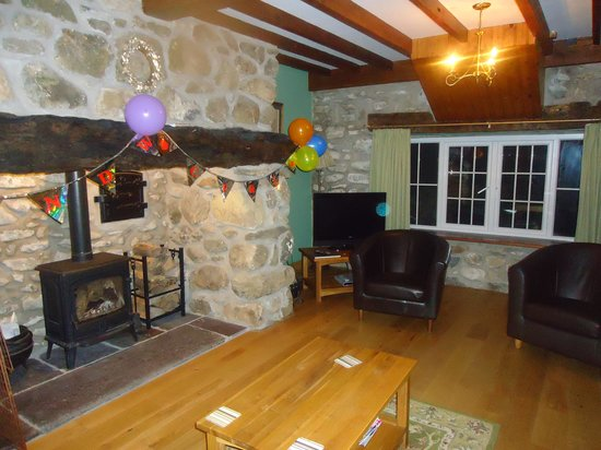 Llwyndyrus Farm Spa Holidays: The lounge of the Stabal