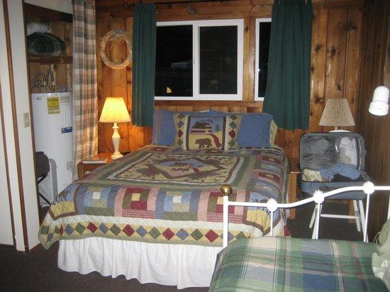 Stone Creek Lodge: Rustic Interior