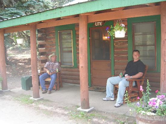 Elk Mountain Ranch: Relaxing by the cabin