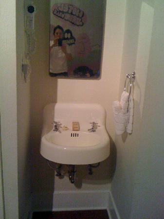 Hotel des Arts: Sink
