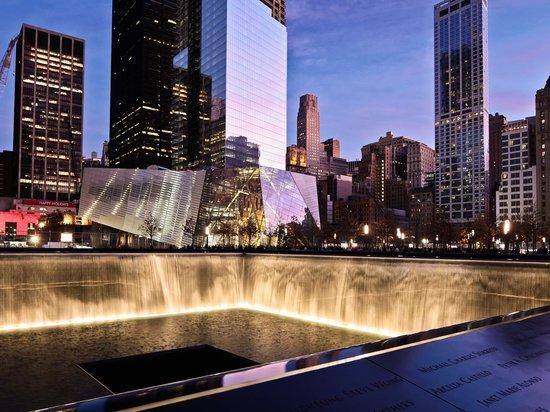 Mémorial du 11-Septembre : Memorial at Night. Photo by Joe Woolhead