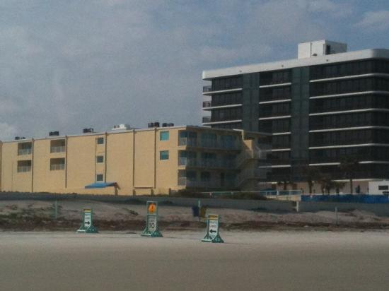 Sea Shells Beach Club: View of the hotel from the ocean