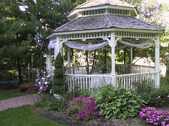 Inn at Aberdeen: Gazebo in Dunrobin Gardens - a favorite for weddings or simply relaxing