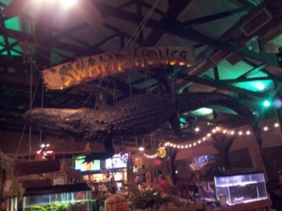 Swamp House Riverfront Grill: Swamp House Gator