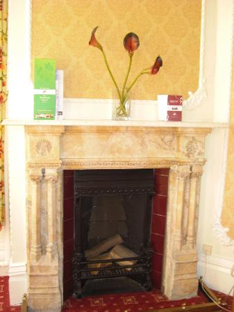 BEST WESTERN Bestwood Lodge Hotel: Marble fireplace Queen Victoria room