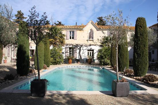 Domaine de la fosse : jardin piscine