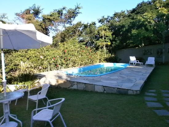 Pousada Vila Pitanga: garden and pool