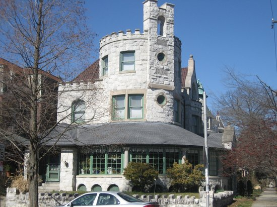 Castle Bed & Breakfast: view from the opposite corner