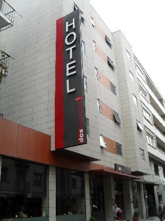 Zenit Dos Infantas: Exterior del hotel.