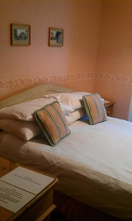 Eyre Court Hotel: Double bedroom