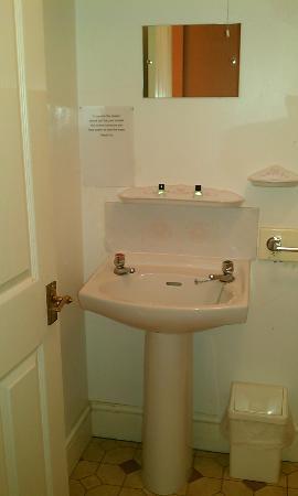 Eyre Court Hotel: Bathroom