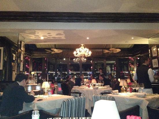 Hotel d'Angleterre: Windows restaurant overlooking Lake Geneva
