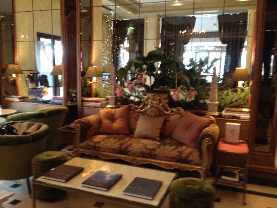 Hotel d'Angleterre: The tasteful...and beautifully fragranced...lounge