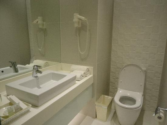 The Bayleaf Intramuros: Clean toilet