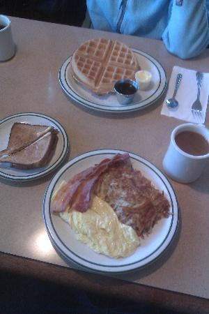 BEST WESTERN PLUS Sonora Oaks Hotel & Conference Center : the included breakfast choices...