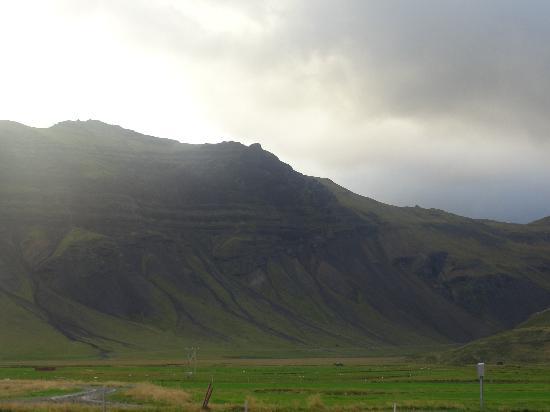 Kverna Farm: Mountains surrounding the farm