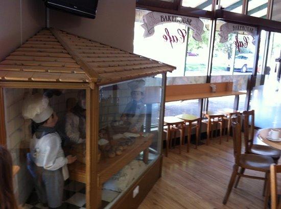 Bourkies Bakehouse: cute bakery model in shop