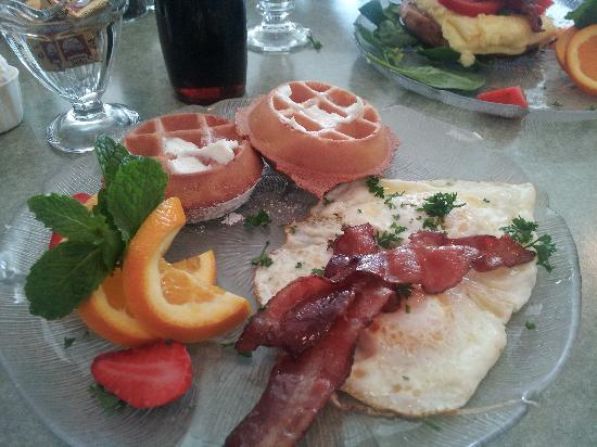 Wildflower Cafe: egg and waffle breakfast