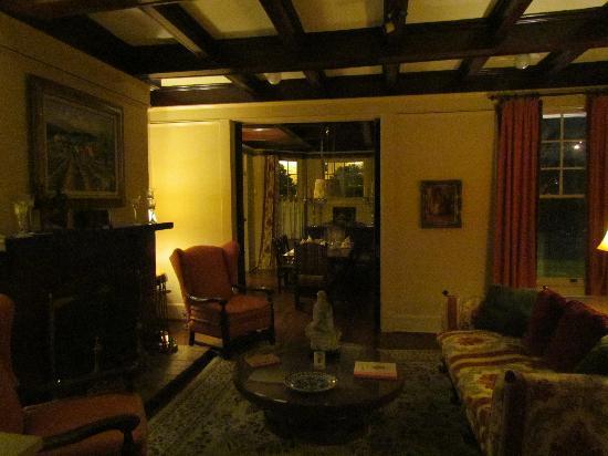Daisy Polk Inn: living room