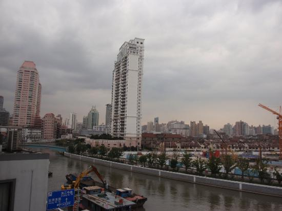 Lakeside Holiday Inn: view of suzhou creek from corridor or river view rooms