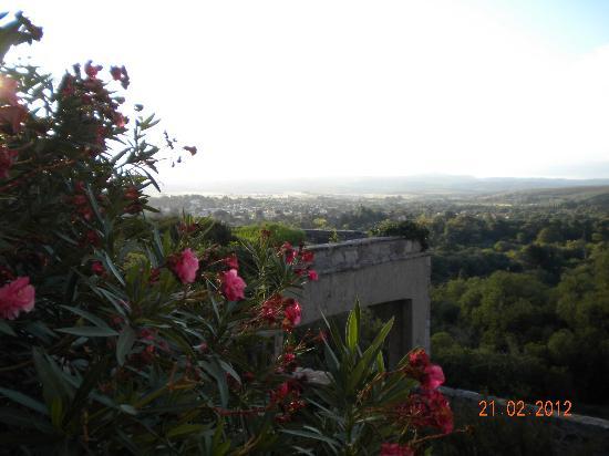 Castillo de Mandl : vista desde el interior del castillo hacia La Cumbre