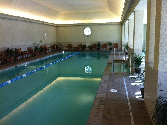 Williamsburg Lodge, Autograph Collection: The pool with lovely circular window.