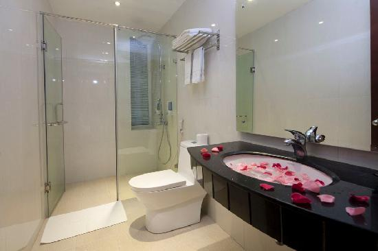 Hanoi Royal View Hotel: bathroom