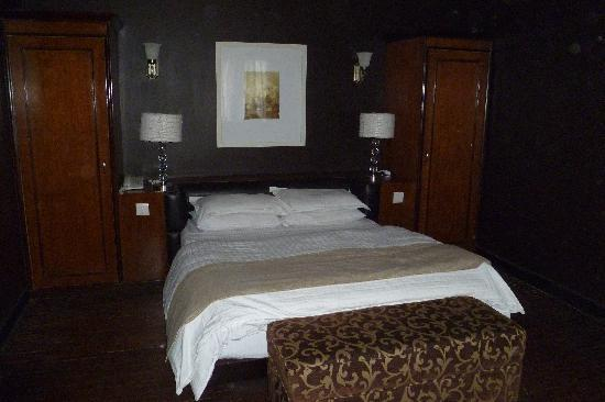 Hotel Courtyard: Room 2