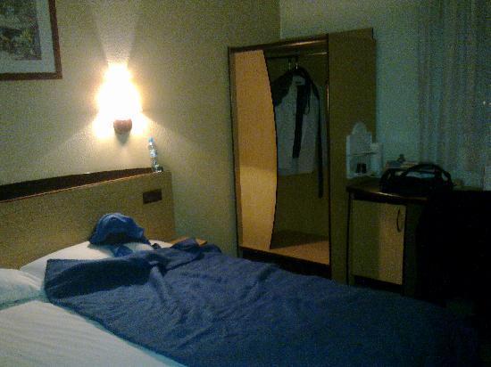 Campanile Katowice : bed