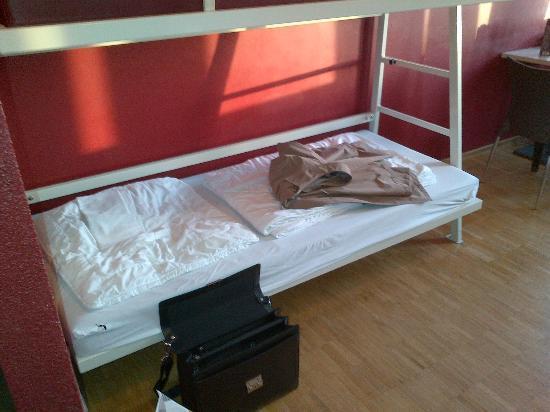 Bettlaken Hamburg.Loecher In Den Bettlaken Vorne Links Bild Von Meininger Hotel