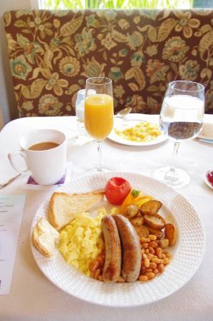 The Inn at Cliffhouse Tagaytay: the heavy daily breakfast