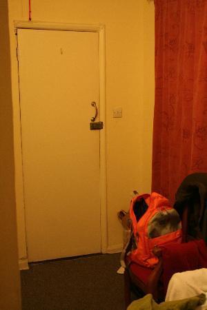 Fitzroy Hotel: Door