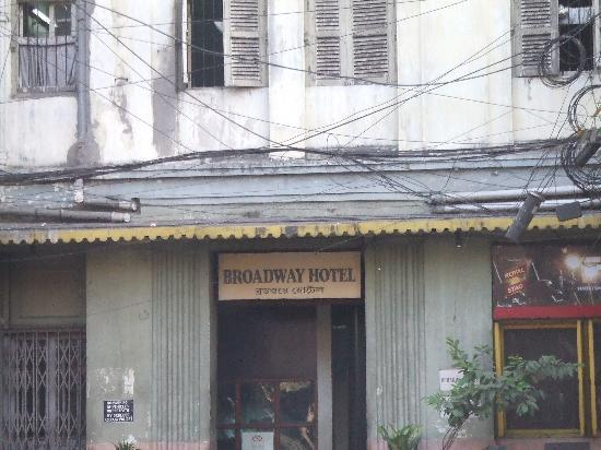 Broadway Hotel: hotel facade
